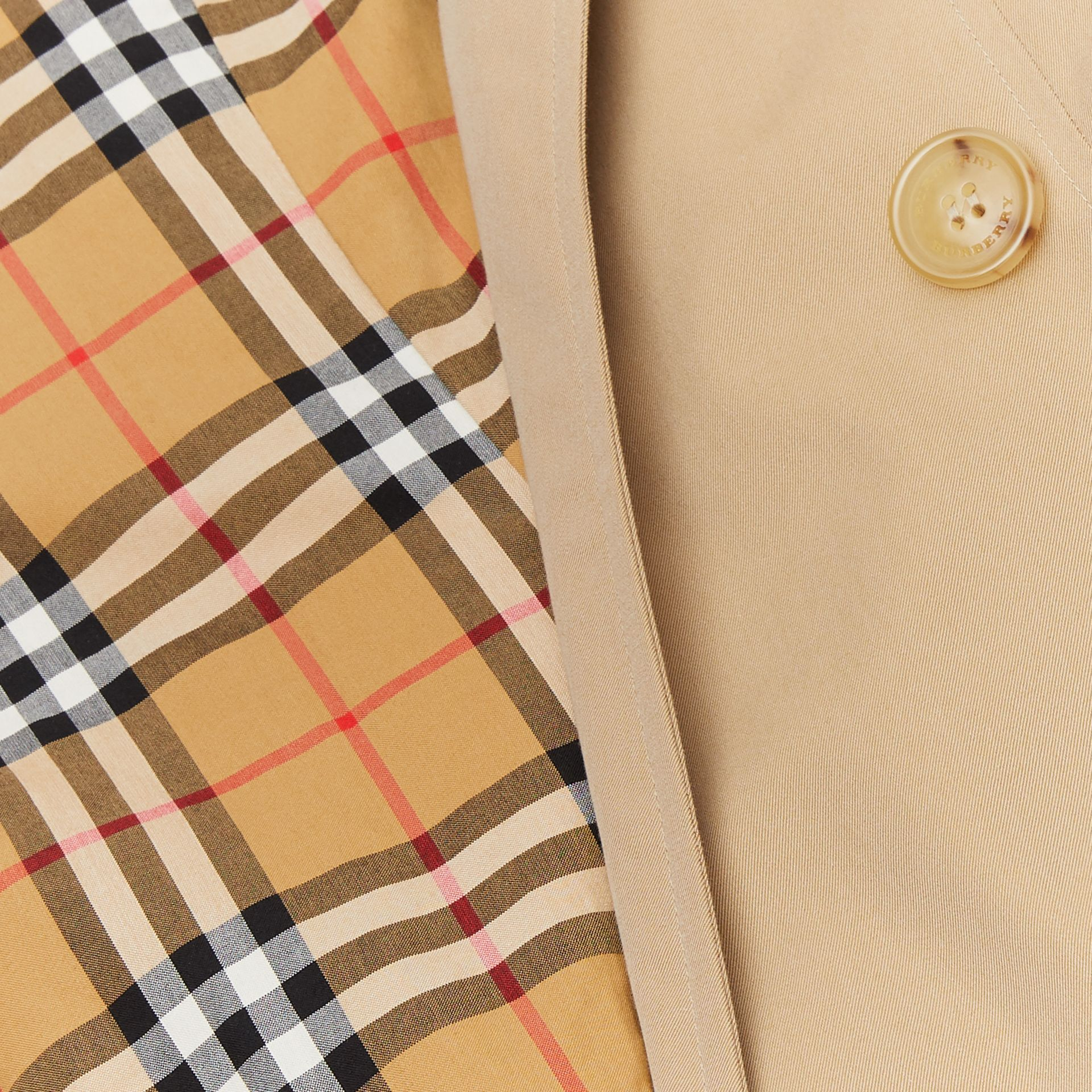 The Mid-length Chelsea Heritage Trench Coat in Honey | Burberry Canada - gallery image 9
