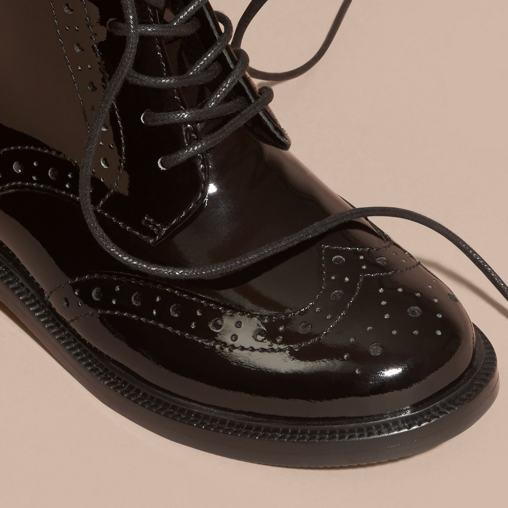 Noir Bottines Richelieu à lacets en cuir verni - photo de la galerie 3
