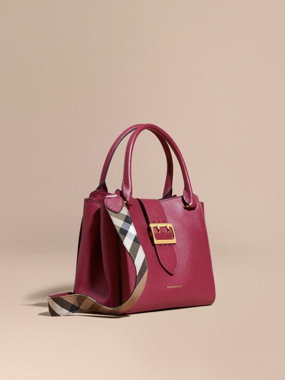 Sac tote The Buckle medium en cuir grené Prune Foncé