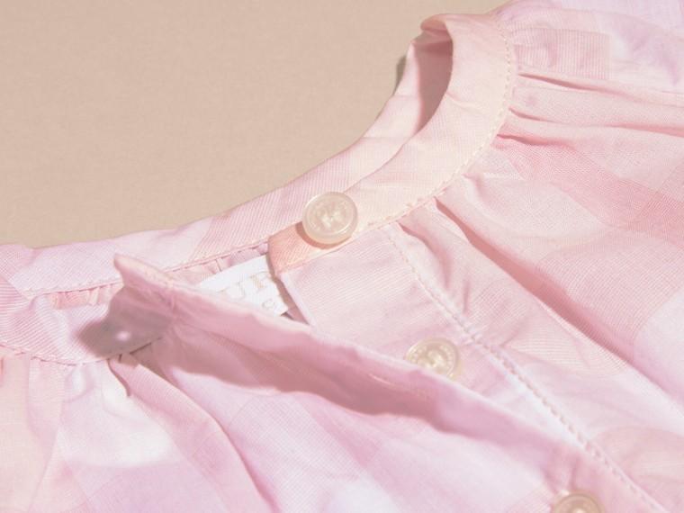 Rosa ghiaccio Camicetta in cotone con motivo check e pieghe - cell image 1