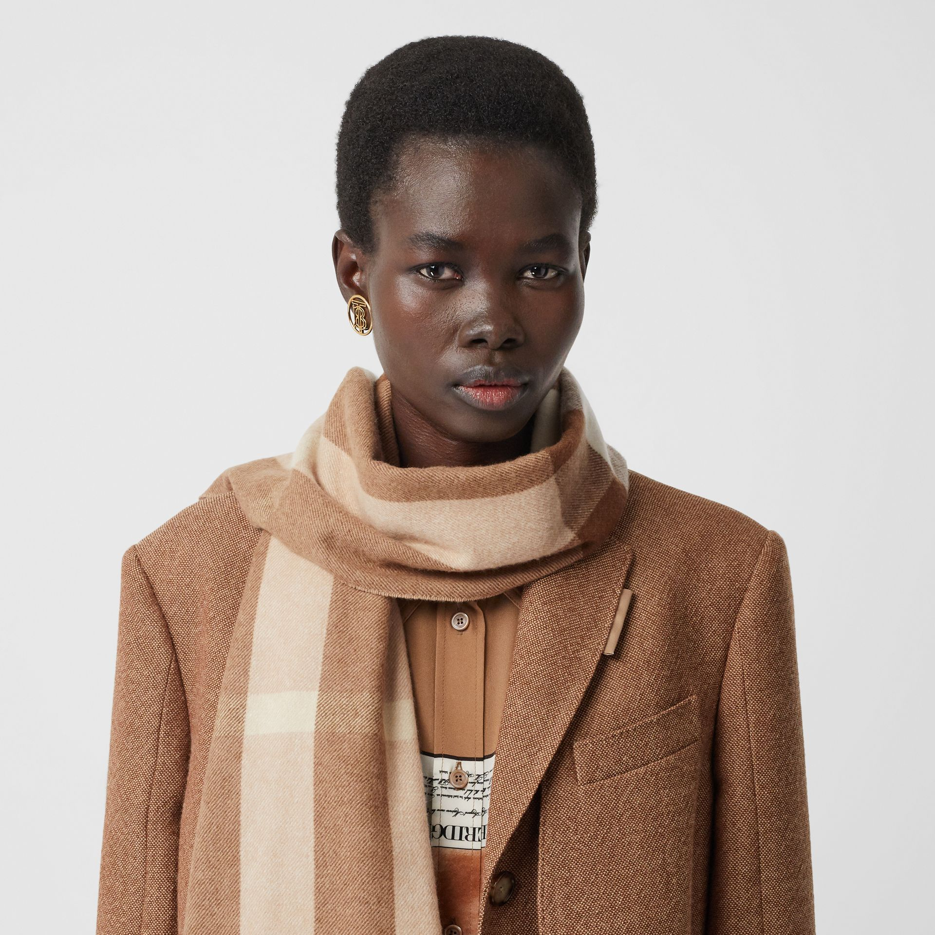 Check Cashmere Scarf in Mid Camel | Burberry United Kingdom - gallery image 2