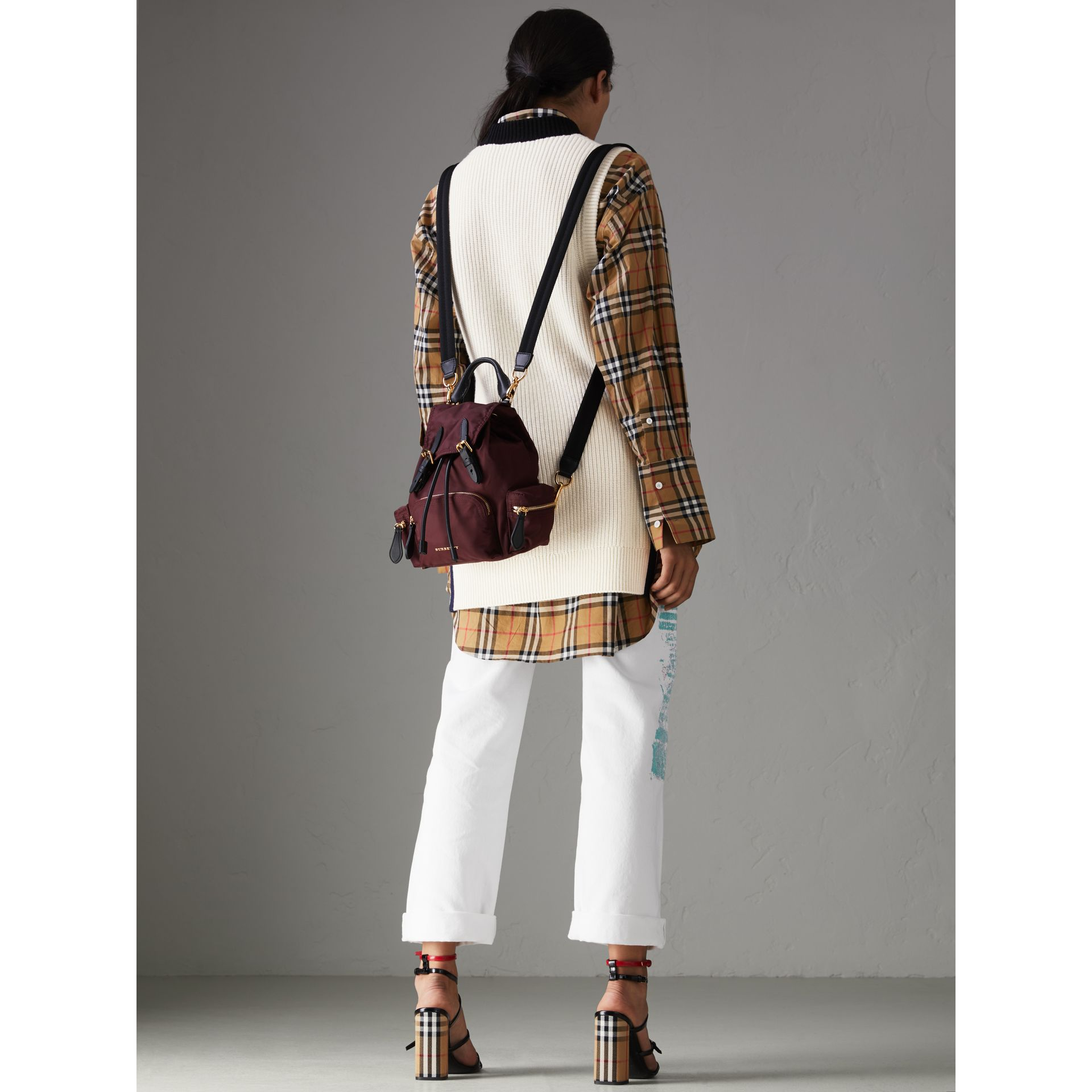 The Small Crossbody Rucksack aus Nylon (Burgunderrot) - Damen | Burberry - Galerie-Bild 6