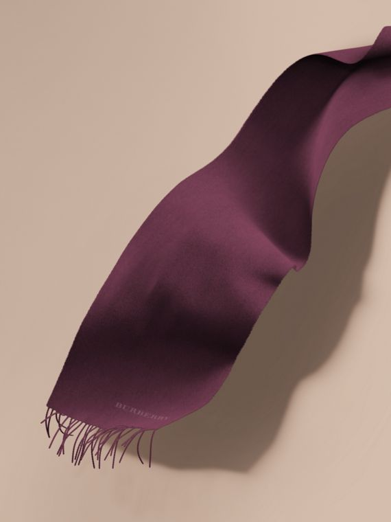 The Classic Cashmere Scarf in Aubergine