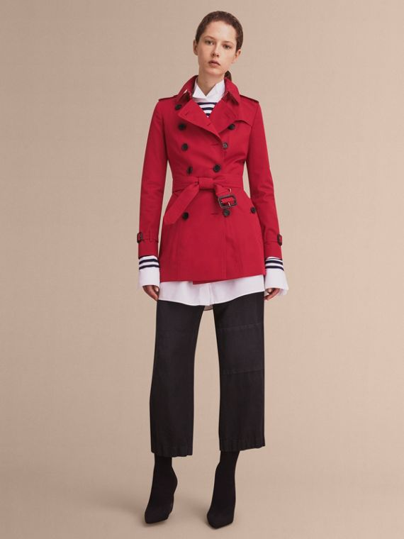The Chelsea – Short Heritage Trench Coat in Parade Red - Women | Burberry