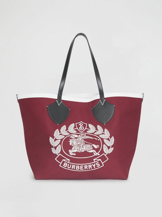 The Giant Tote in Archive Crest Cotton in Parade Red