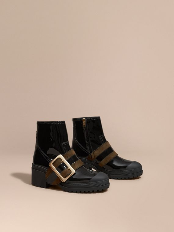 The Buckle Boot aus Lackleder