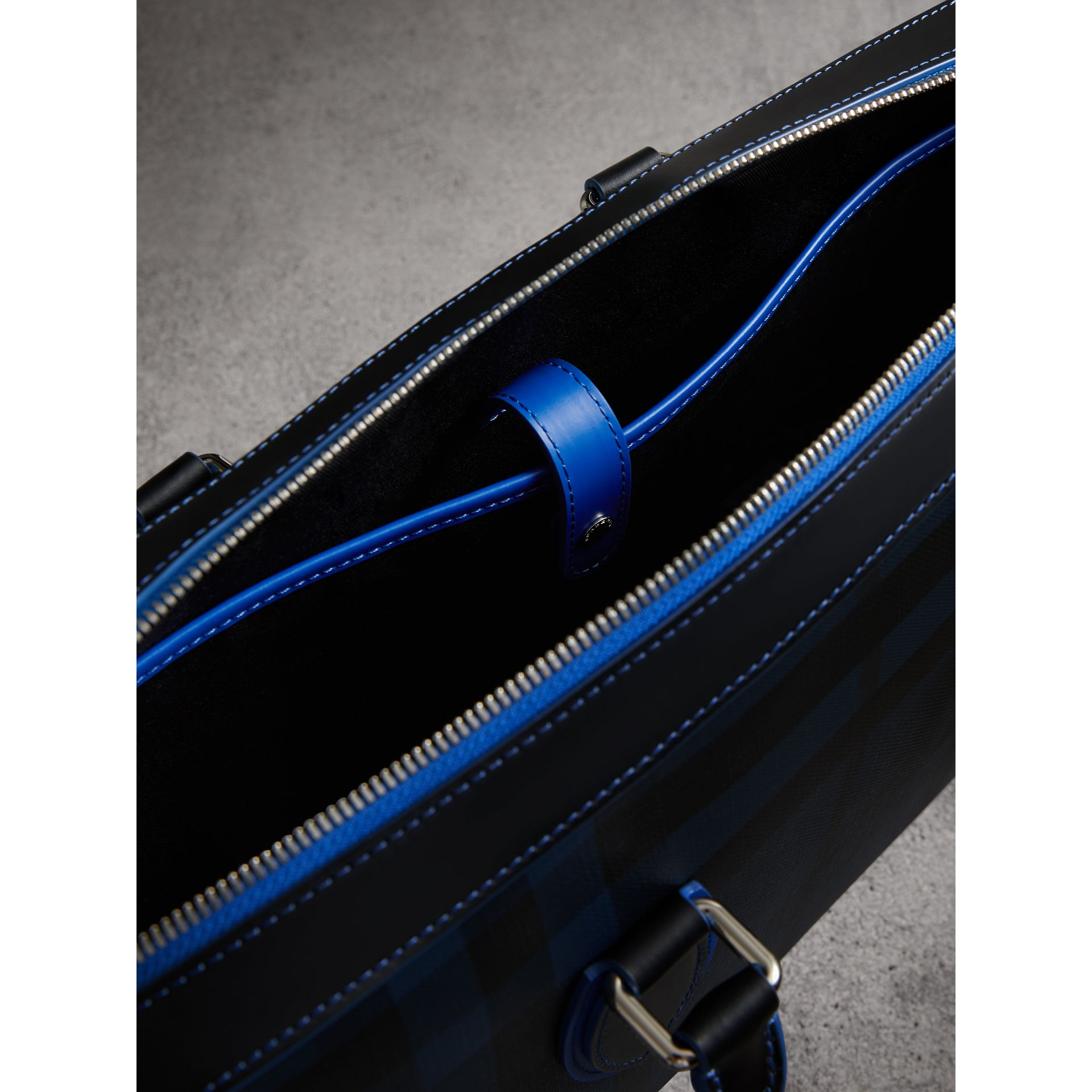 Attaché-case moyen à motif London check avec détails en cuir (Marine/bleu) - Homme | Burberry - photo de la galerie 5