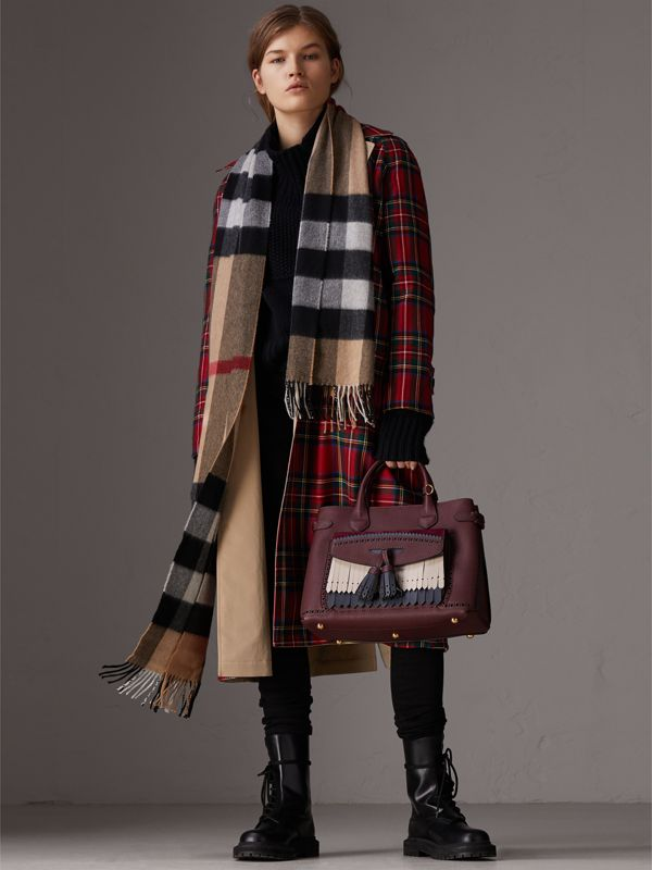 The Medium Banner in Leather with Fringed Pocket in Mahogany Red - Women | Burberry - cell image 3