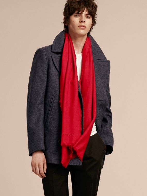The Lightweight Cashmere Scarf in Parade Red - cell image 3