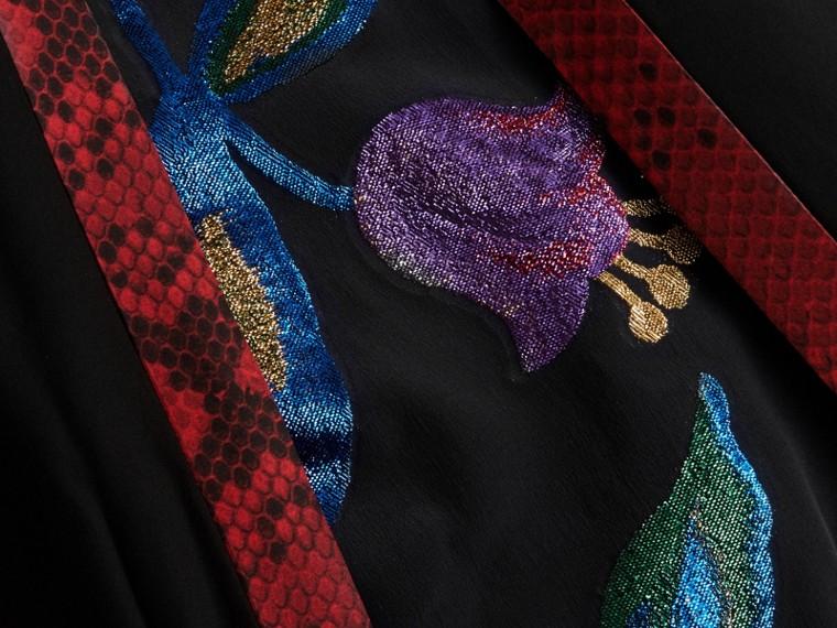 Preto Vestido envelope longo de seda com detalhes em fil coupé floral - cell image 1