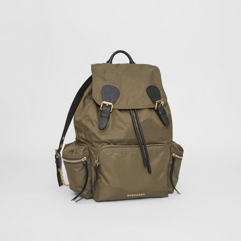 Burberry - Grand sac The Rucksack en nylon technique et cuir - 5