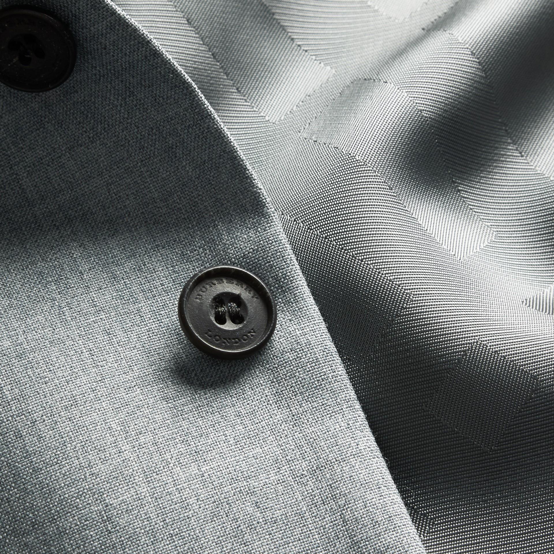 Hellgrau meliert Modern geschnittener Waistcoat aus Wolle mit Satinpanel - Galerie-Bild 2