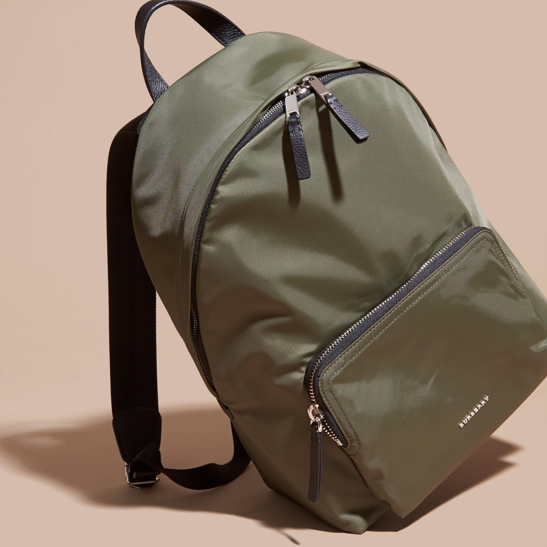 Verde tela Zaino in nylon con finiture in pelle Verde Tela - immagine della galleria 7