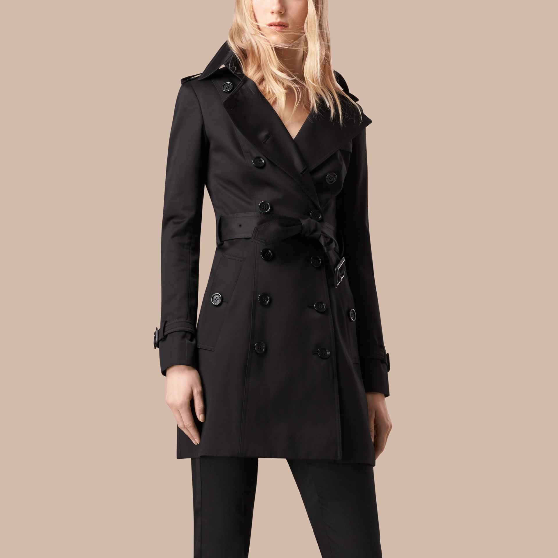 Nero Trench coat in satin di cotone Nero - immagine della galleria 4