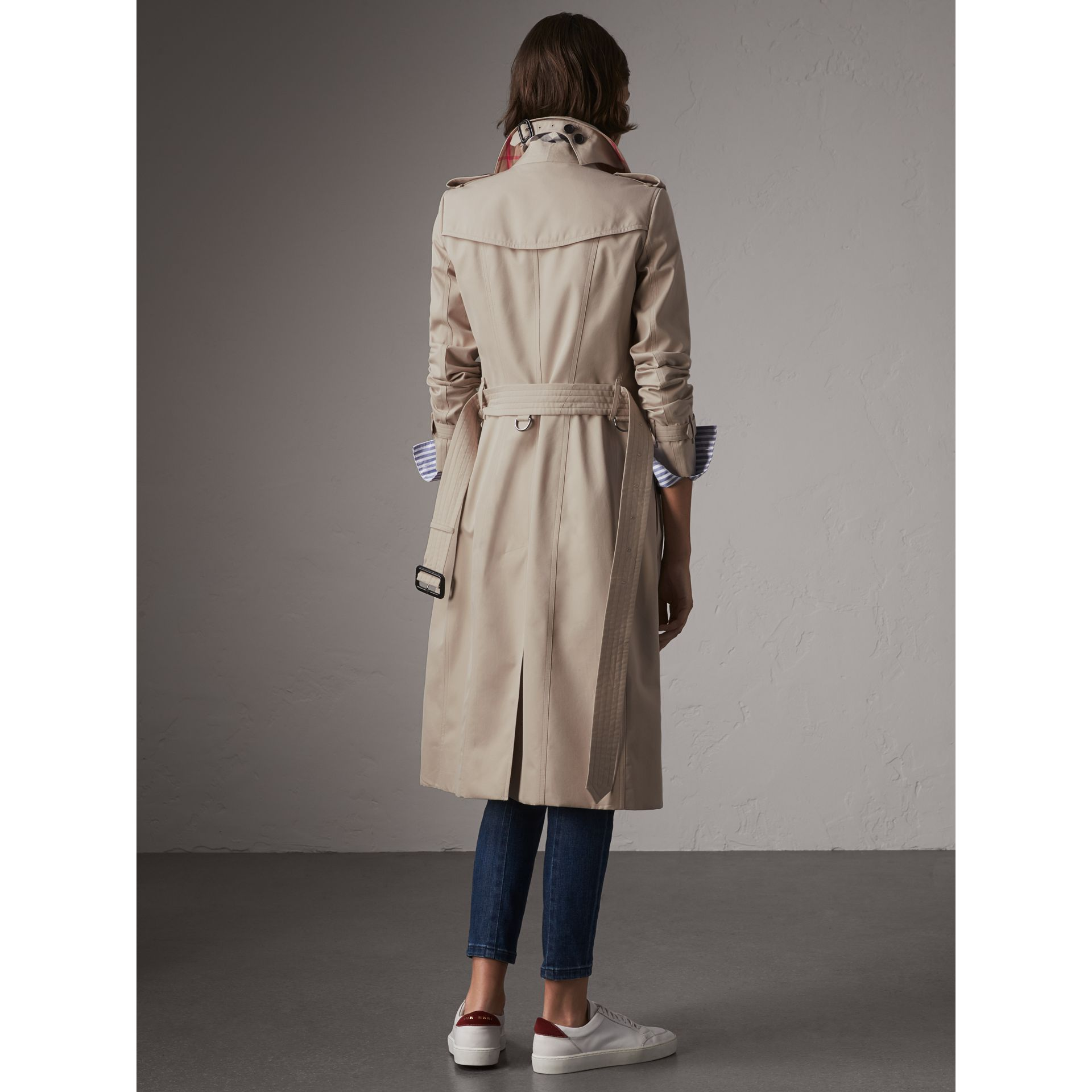 The Chelsea – Extra-long Heritage Trench Coat in Stone - Women | Burberry - gallery image 3