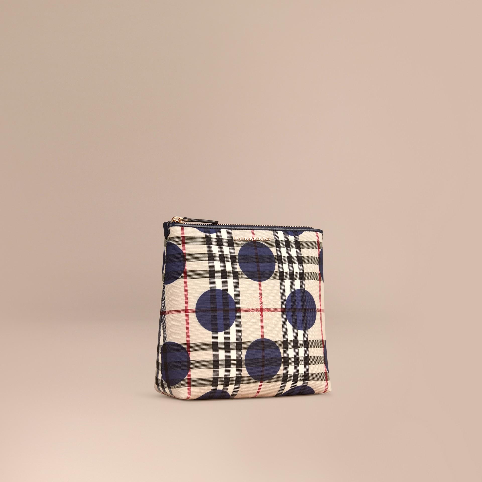 Bleu carbone Grande pochette à motif check et à pois bordée de cuir Bleu Carbone - photo de la galerie 1
