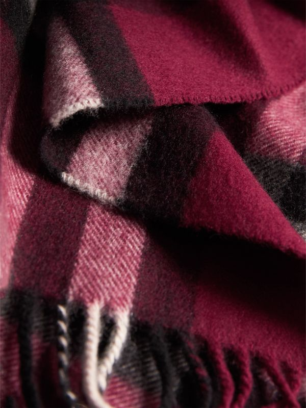 The Classic Check Cashmere Scarf in Plum | Burberry - cell image 3