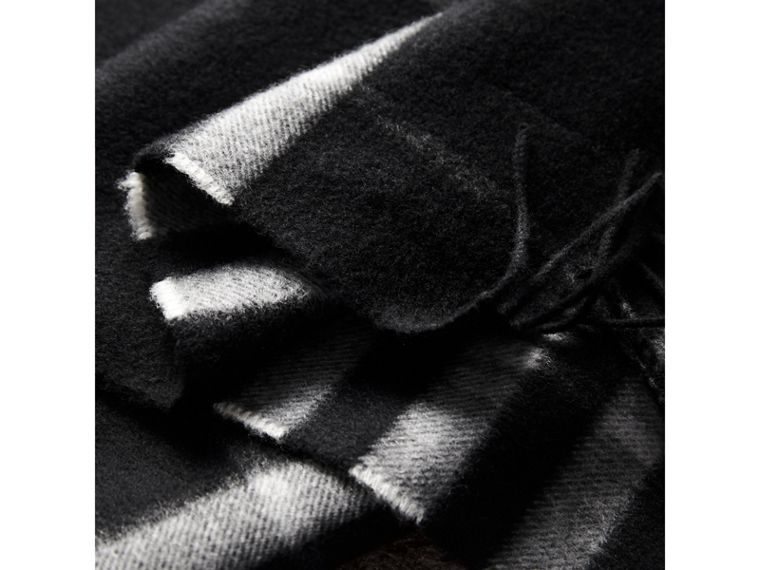 The Classic Check Cashmere Scarf in Black | Burberry - cell image 4