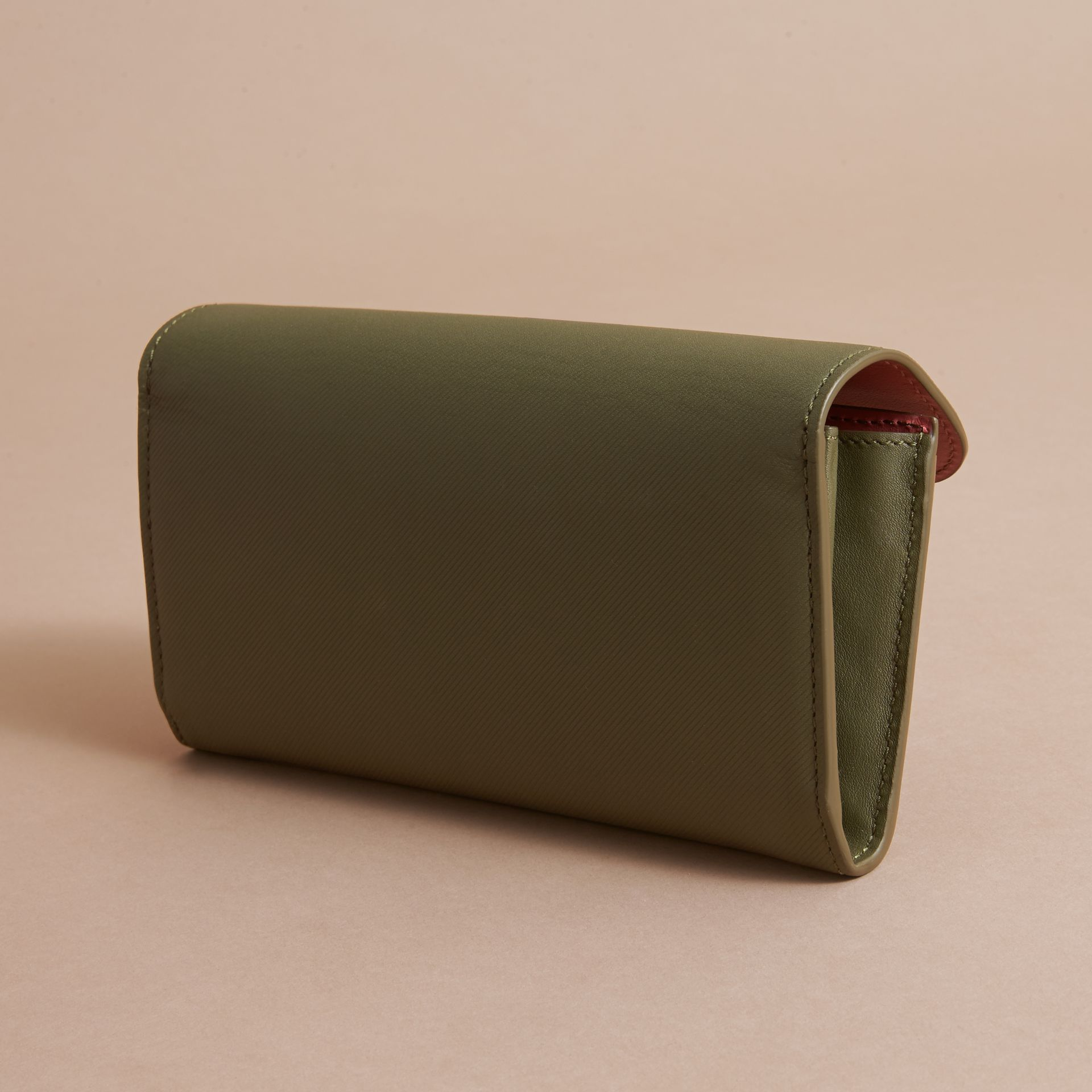 Two-tone Trench Leather Continental Wallet Moss Green/ Blossom Pink - gallery image 4