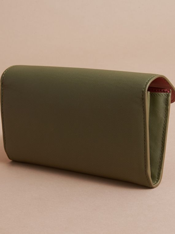 Two-tone Trench Leather Continental Wallet Moss Green/ Blossom Pink - cell image 3