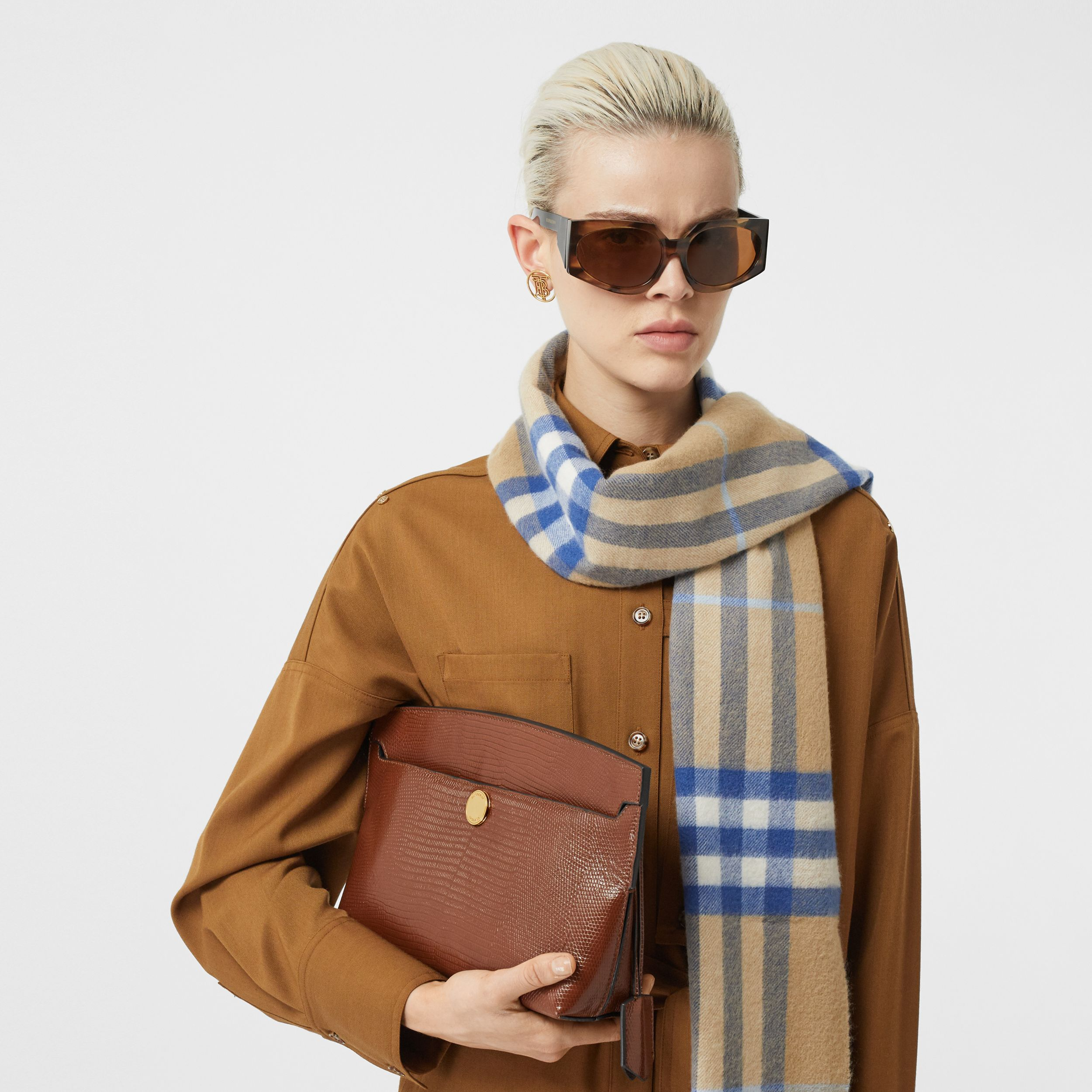The Classic Check Cashmere Scarf in Arc Beige/inky Blue | Burberry - 3