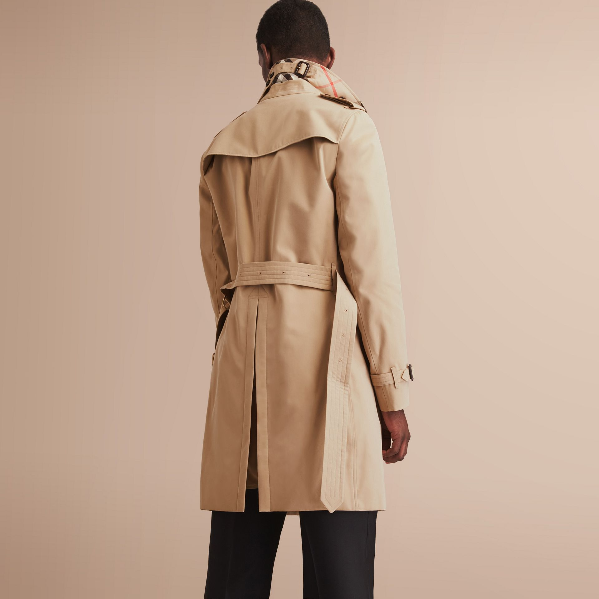 The Chelsea – Long Heritage Trench Coat in Honey - Men | Burberry - gallery image 3
