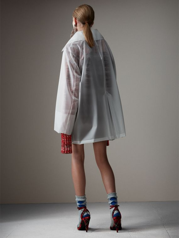 Cappotto car coat oversize in plastica morbida al tatto (Bianco) - Donna | Burberry - cell image 2