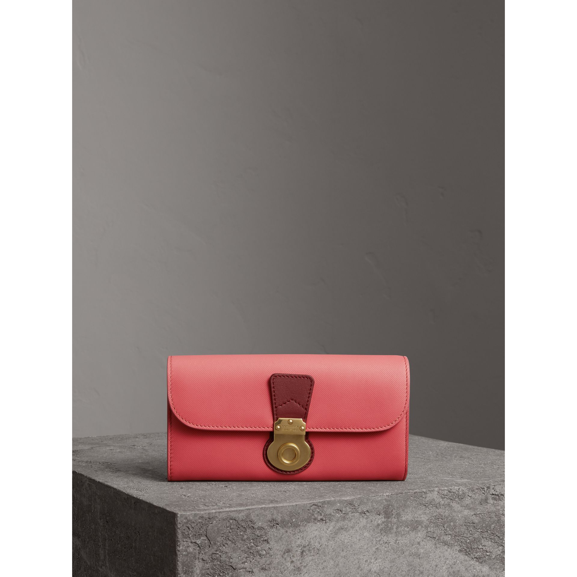 Two-tone Trench Leather Continental Wallet in Blossom Pink/antique Red - Women | Burberry - gallery image 4