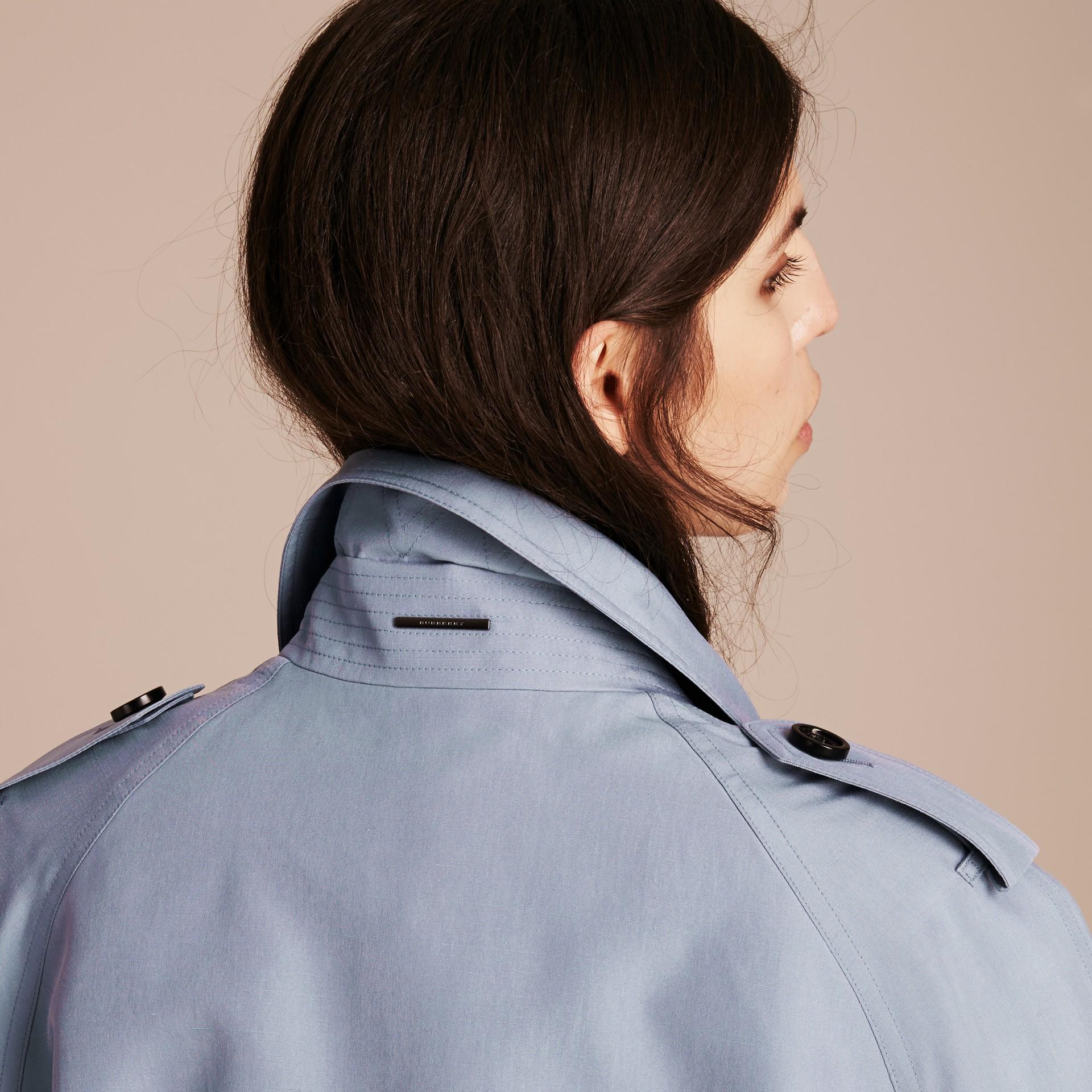 Bleu pâle Trench-coat portefeuille léger en soie flammée - photo de la galerie 5