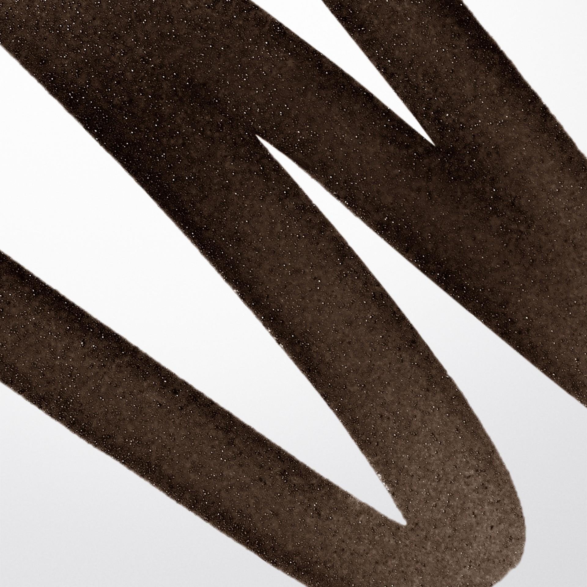Chestnut brown 02 Effortless Liquid Eyeliner - Chestnut Brown No.02 - gallery image 2