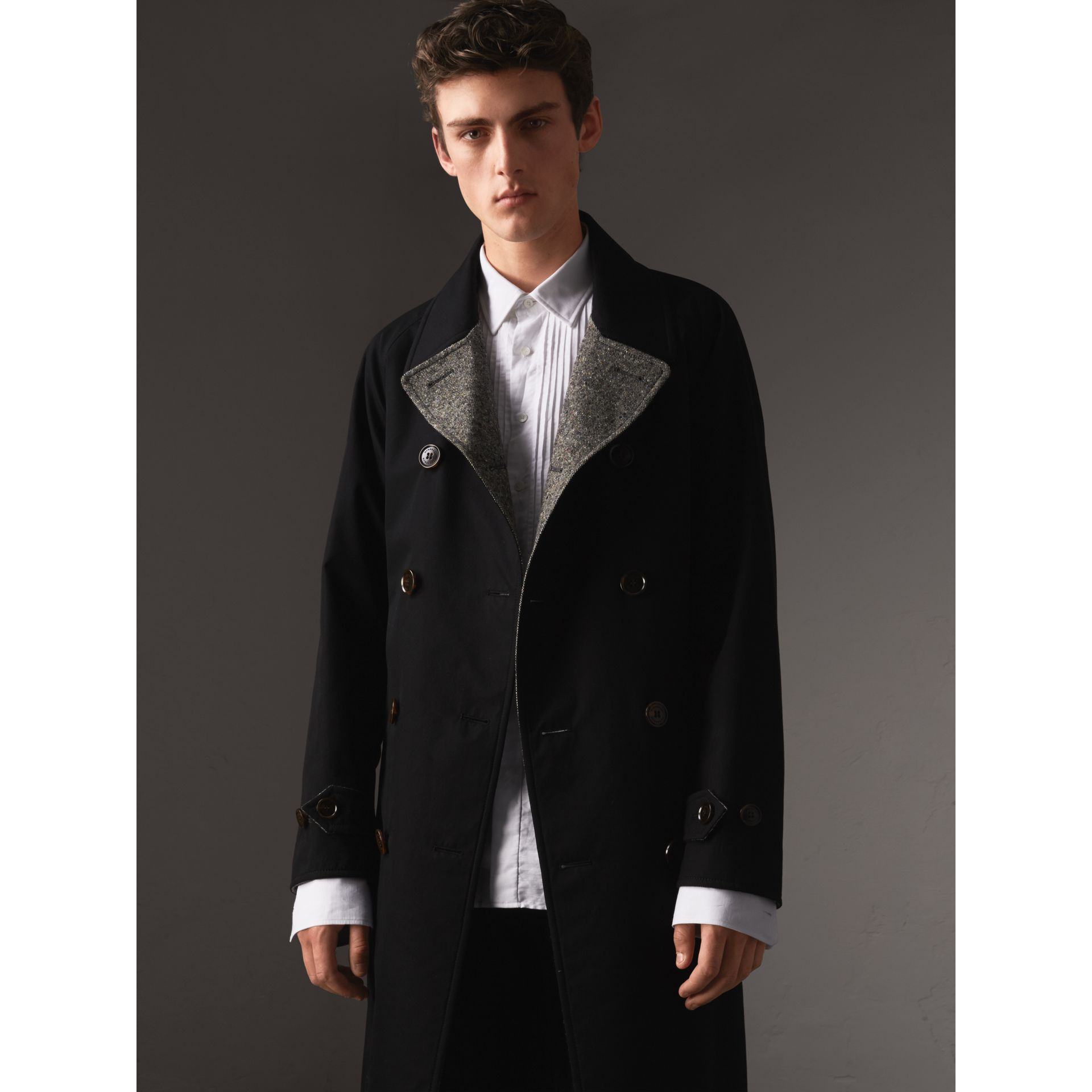Trench coat in gabardine e tweed Donegal double face (Nero) - Uomo | Burberry - immagine della galleria 6