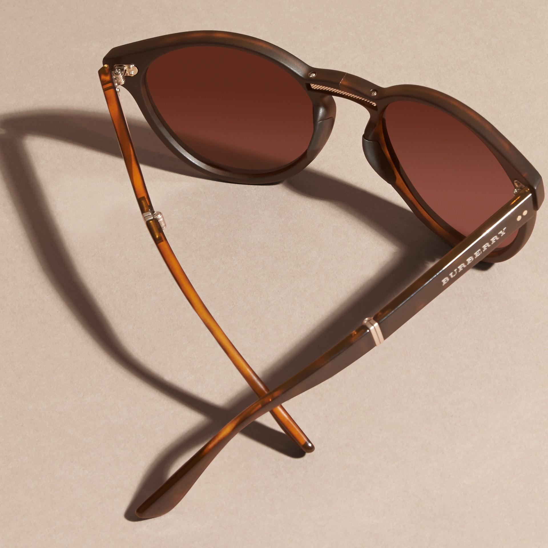Tartarugato Occhiali da sole con montatura tonda pieghevole Tartarugato - immagine della galleria 5