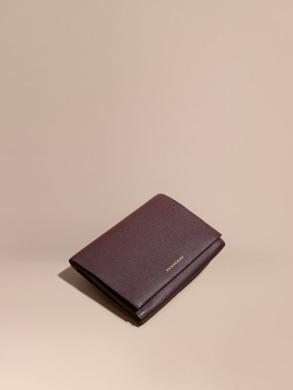 Grainy Leather Travel Wallet Dark Amethyst