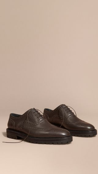 Chaussures Richelieu en cuir grené à bout golf avec semelles en caoutchouc