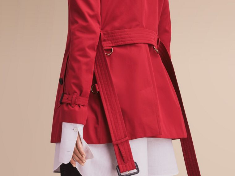 The Kensington – Short Heritage Trench Coat in Parade Red - Women | Burberry - cell image 4