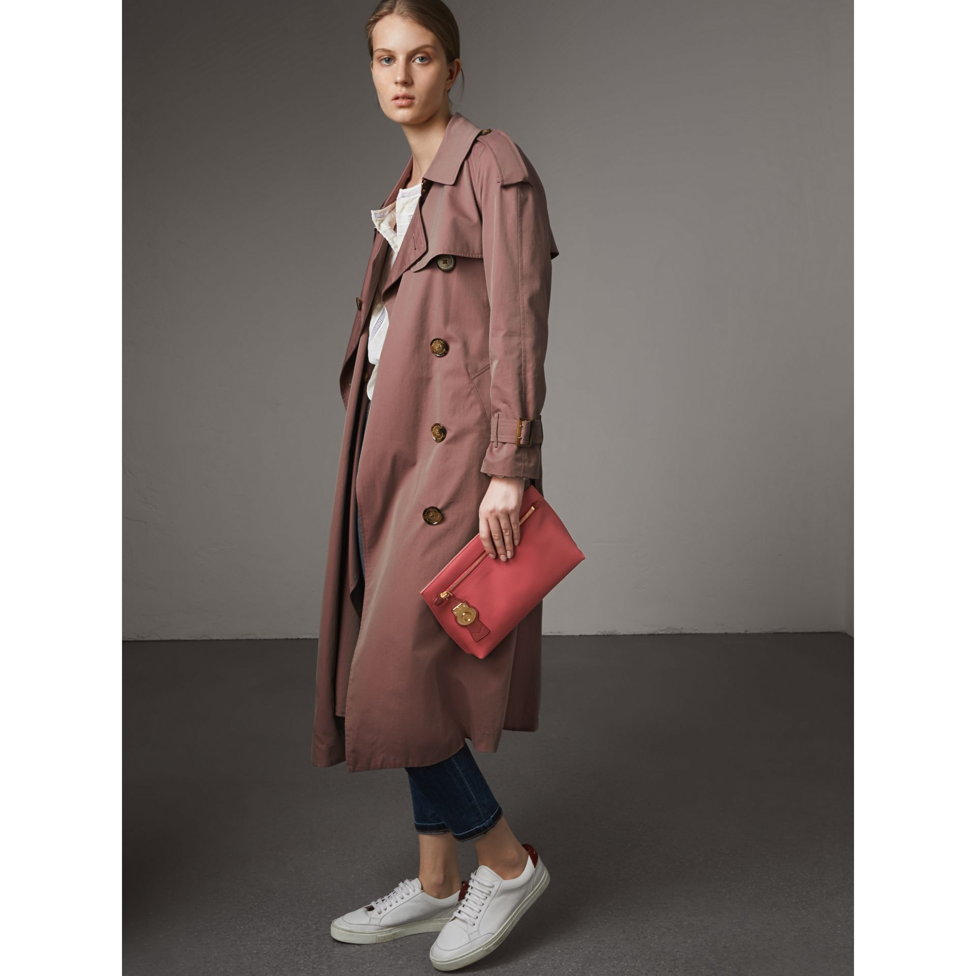 Two-tone Trench Leather Wristlet Pouch in Blossom Pink/antique Red - Women | Burberry United Kingdom - gallery image 4