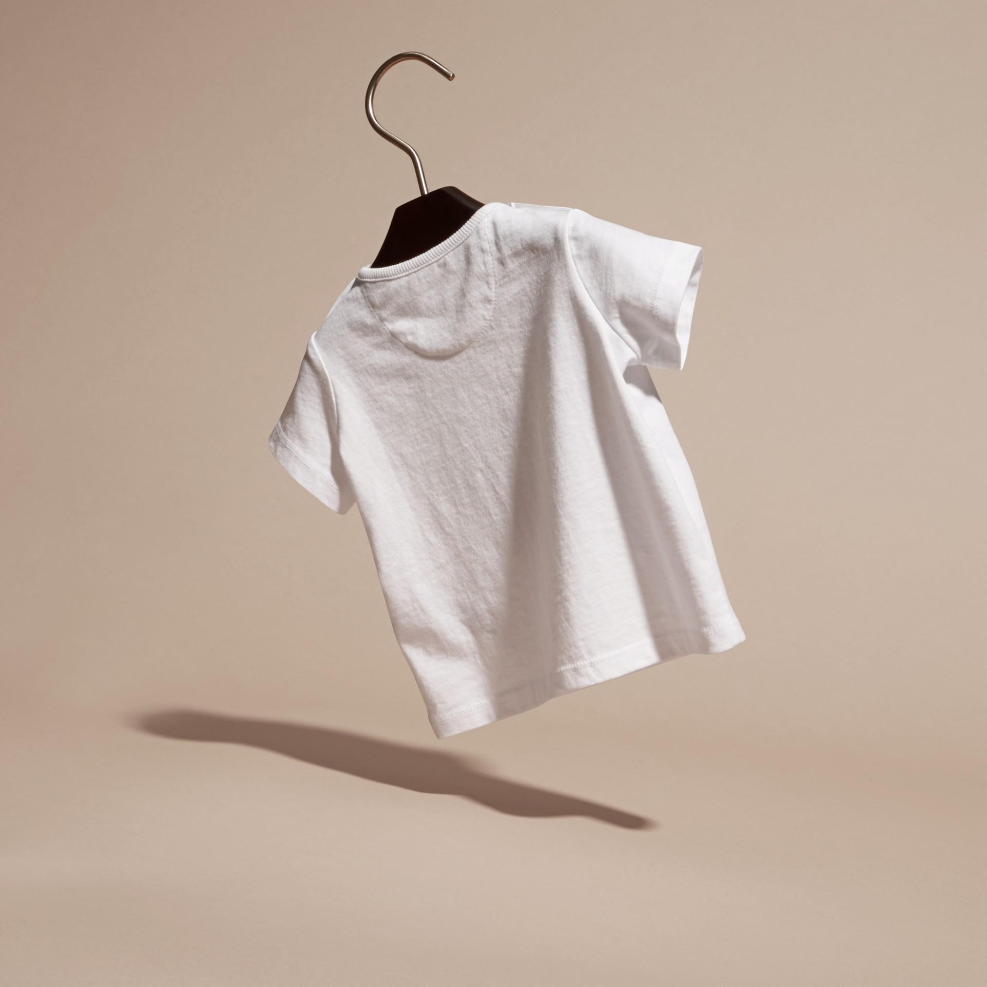 Blanc T-shirt en coton avec motif scarabée - photo de la galerie 4