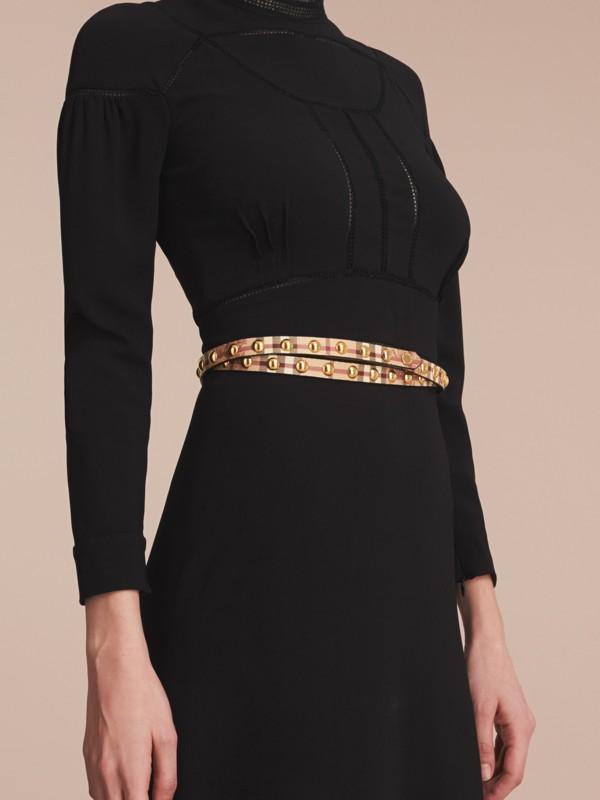 Cintura a doppio giro con motivo Haymarket check e borchie - Donna | Burberry - cell image 2