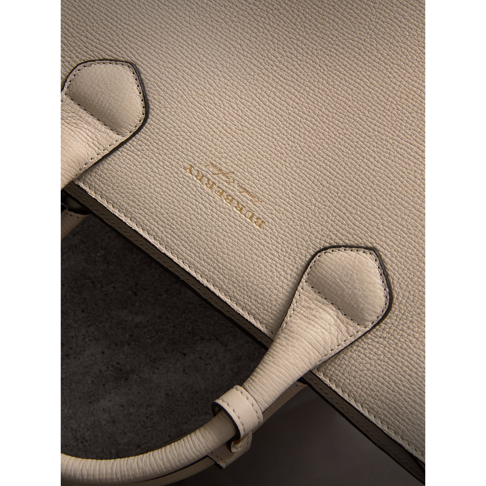 The Medium Banner in Leather with Fringed Pocket in Limestone - Women | Burberry United Kingdom - gallery image 2