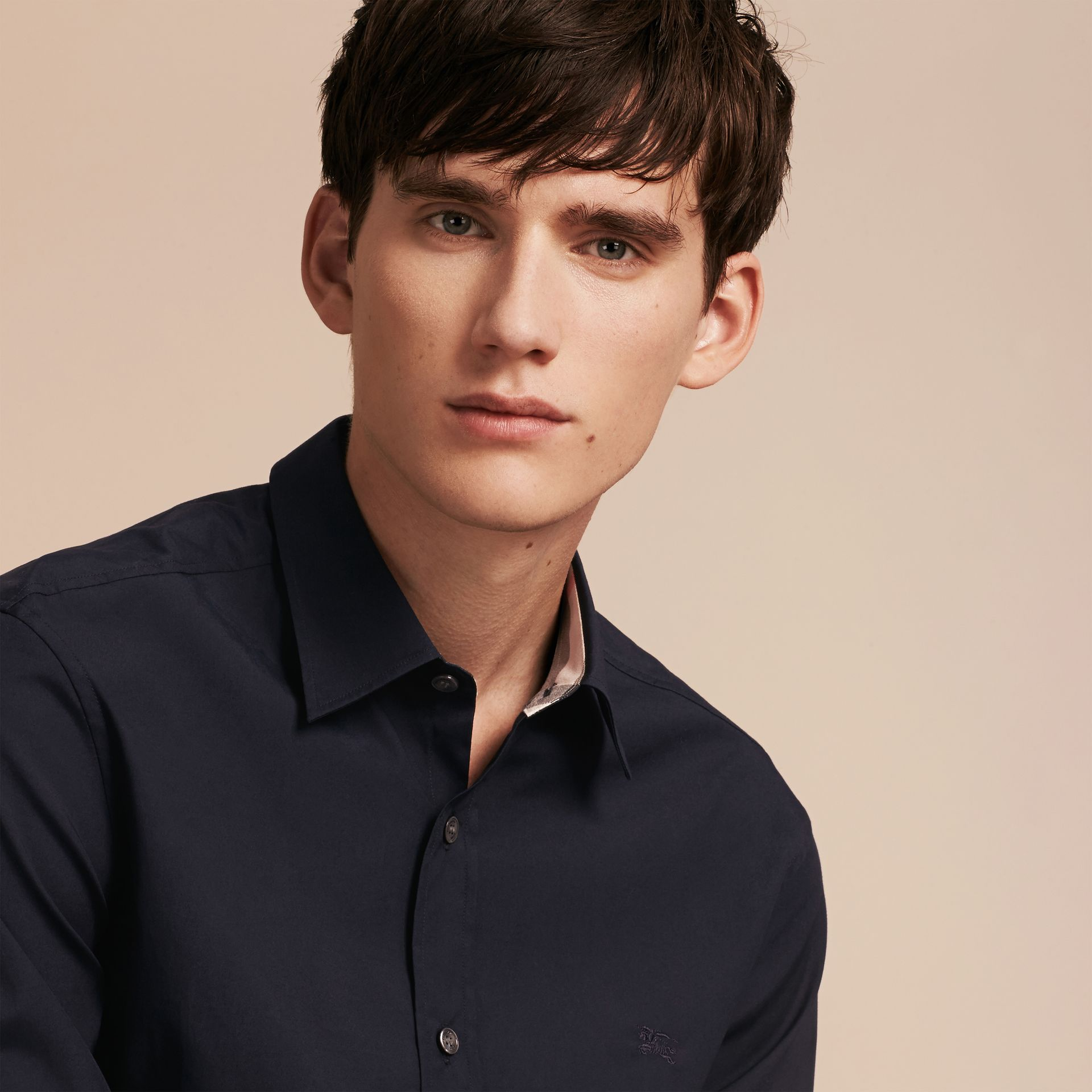 Check Detail Stretch Cotton Poplin Shirt in Navy - Men | Burberry Canada - gallery image 4