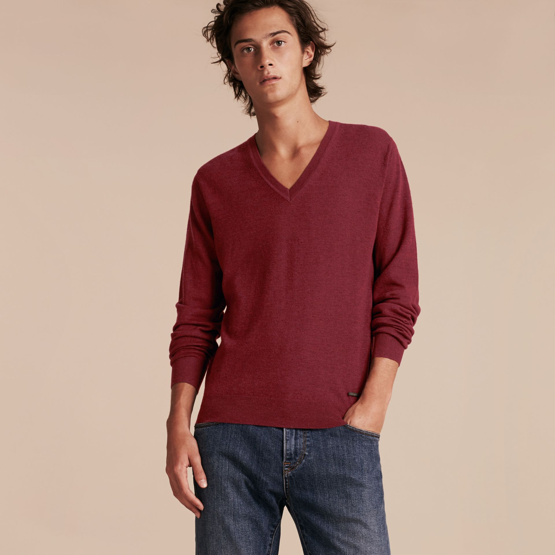 Dark elderberry Cashmere V-neck Sweater Dark Elderberry - gallery image 6