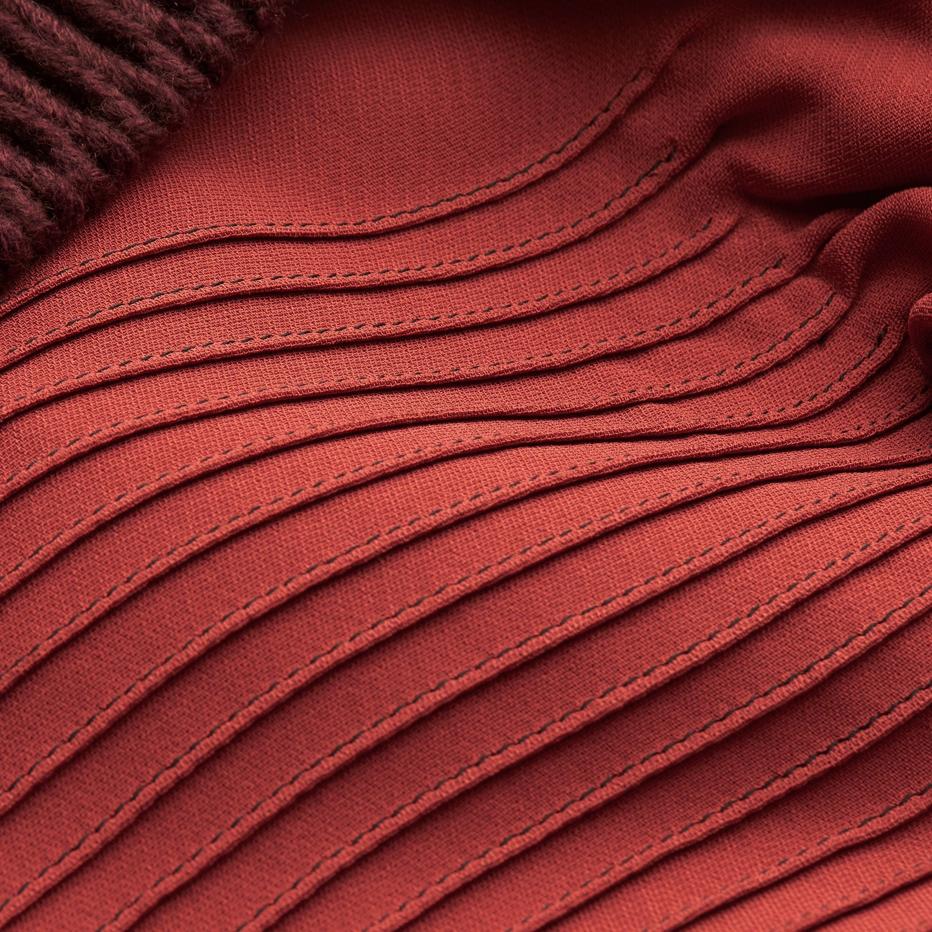 Vermelho canela Vestido camisa com pregas e babados - galeria de imagens 2