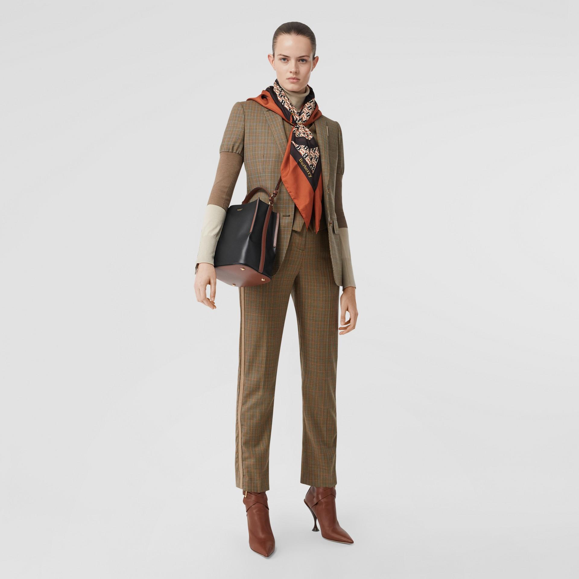 스몰 투톤 레더 페기 버킷 백 (블랙) - 여성 | Burberry - 갤러리 이미지 5