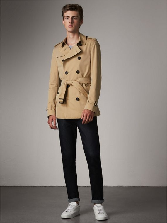 The Chelsea – Short Heritage Trench Coat in Honey - Men | Burberry