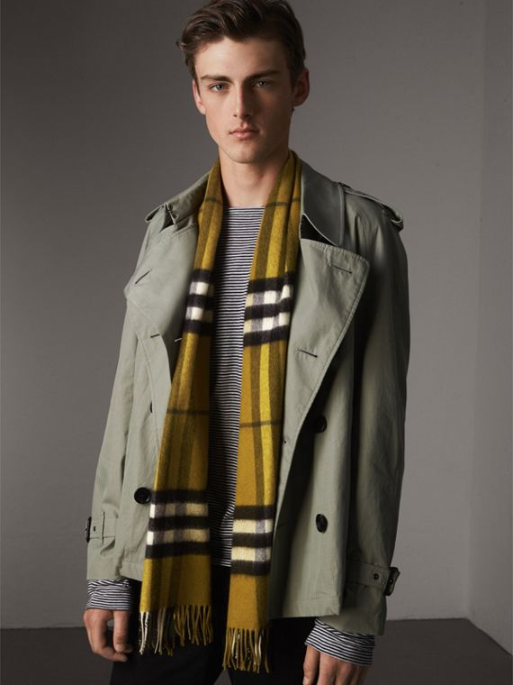 The Classic Cashmere Scarf in Check in Dark Lime | Burberry Hong Kong - cell image 3
