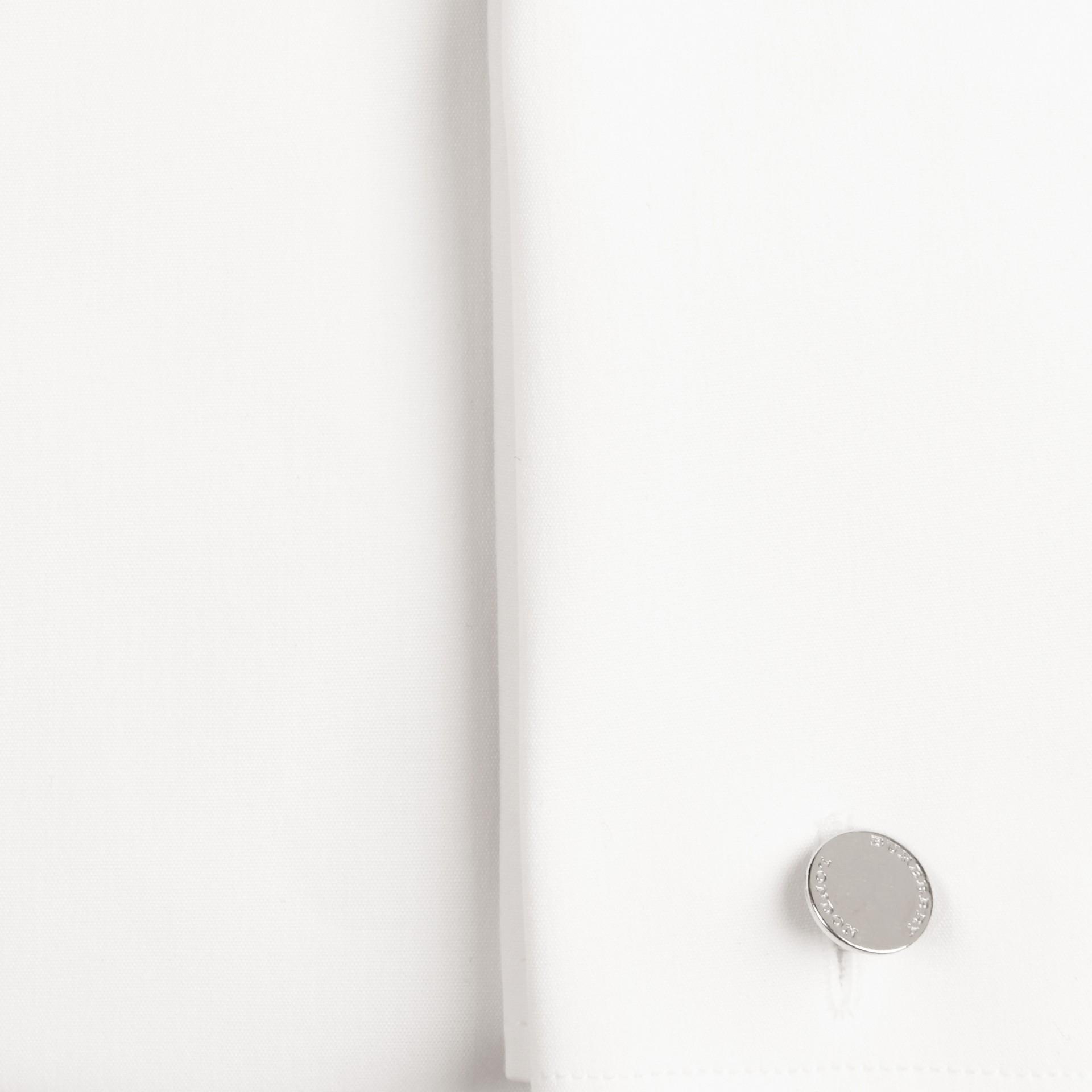 Blanco Camisa ajustada en popelina de algodón elástico con puños dobles - imagen de la galería 2