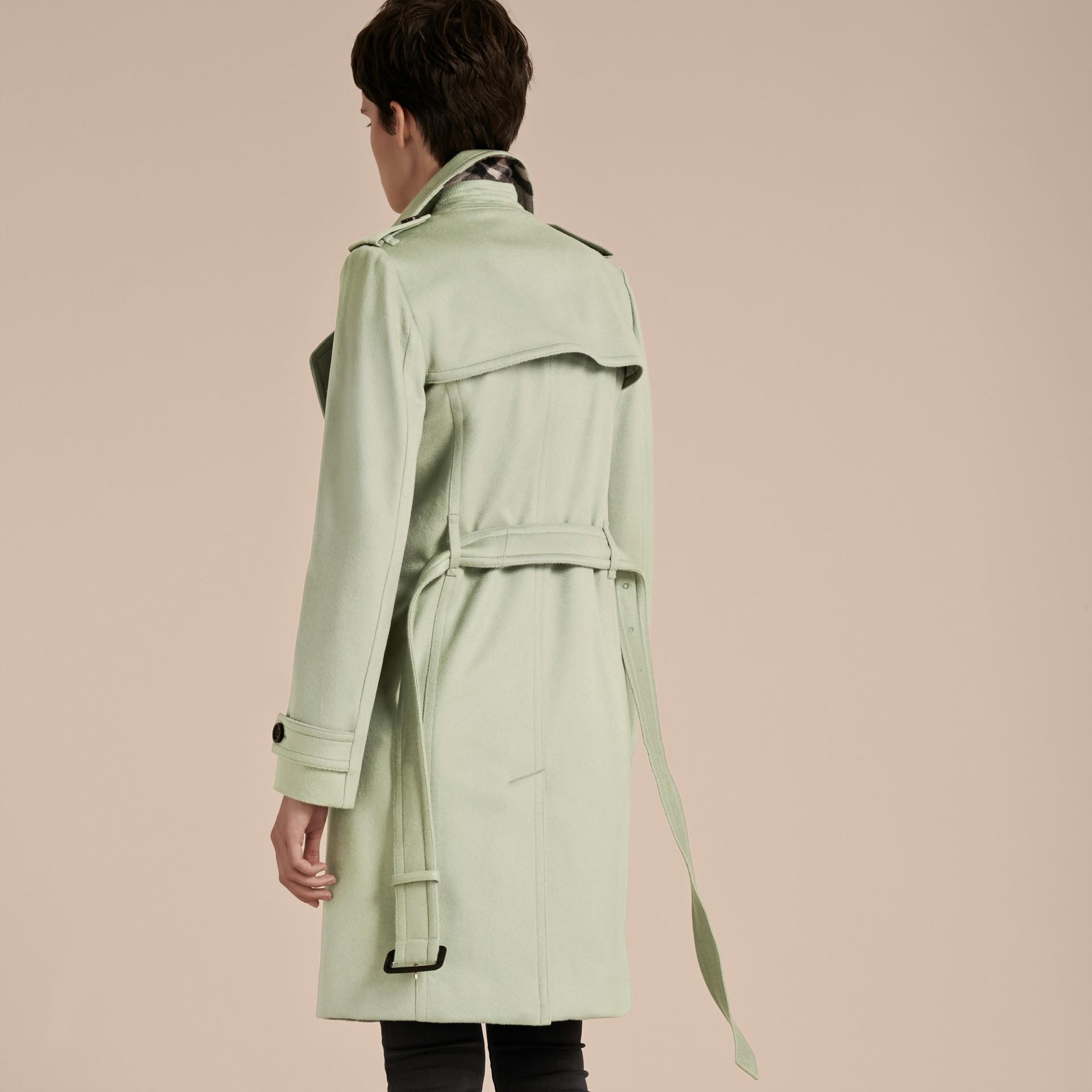 Eucalyptus pâle Trench-coat portefeuille en cachemire - photo de la galerie 3
