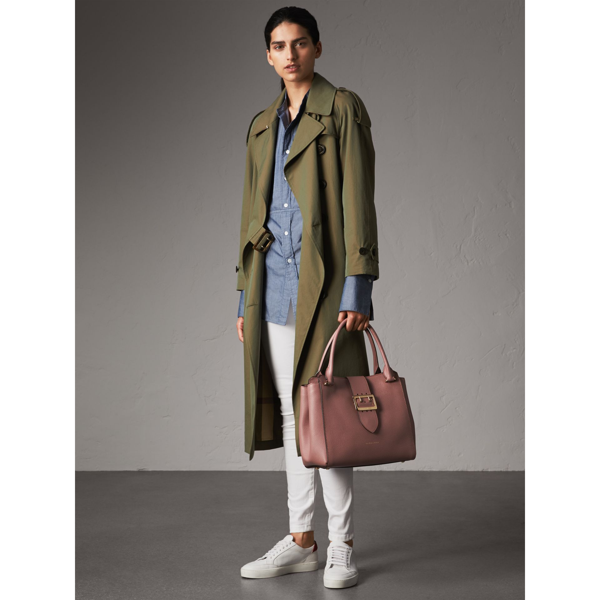 The Medium Buckle Tote aus genarbtem Leder (Blassrosa) - Damen | Burberry - Galerie-Bild 3