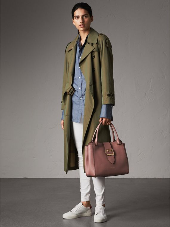 The Medium Buckle Tote aus genarbtem Leder (Blassrosa) - Damen | Burberry - cell image 2