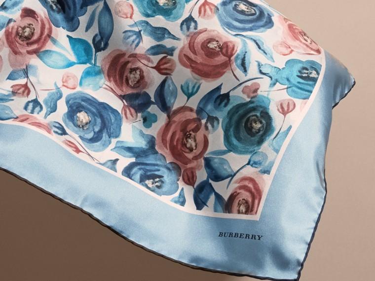 Pañuelo cuadrado pequeño en seda con estampado de rosa acuarela